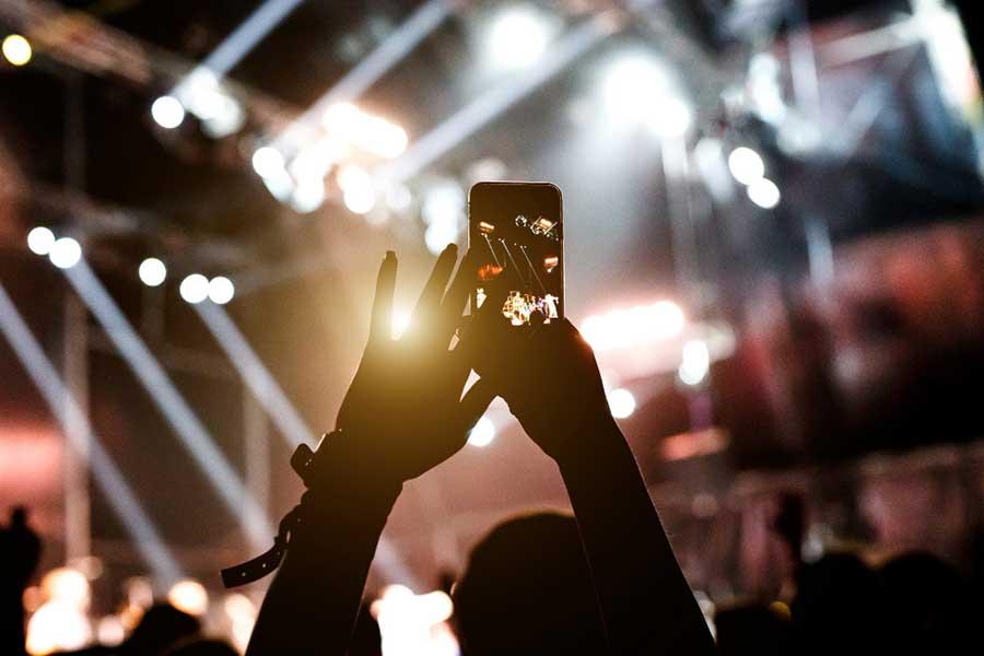 как наложить музыку без авторских прав на сторис в инстаграм